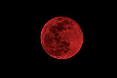 Πώς επηρεάζει το φεγγάρι τους ανθρώπους - Ματωμένο φεγγάρι