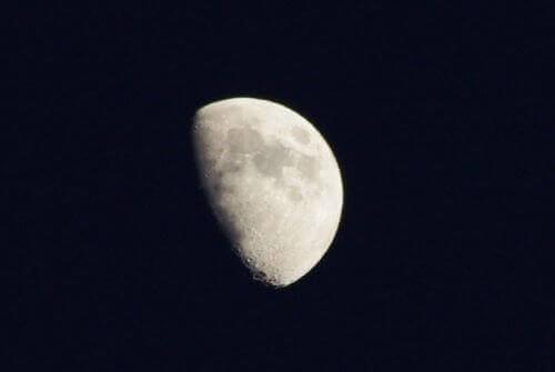 Πώς επηρεάζει το φεγγάρι τους ανθρώπους - Πρώτο τέταρτο