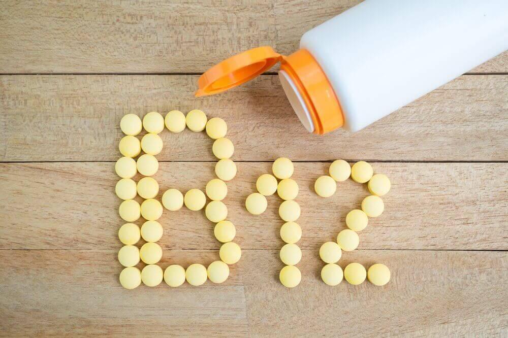 βιταμίνες που σχηματίζουν τη λεξη Β12