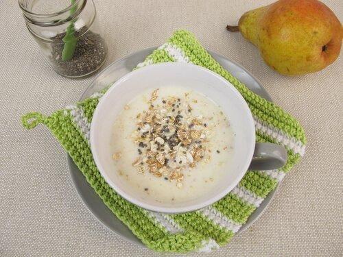 Πρωινά με βρώμη, γάλα και βρώμη σε πιάτο
