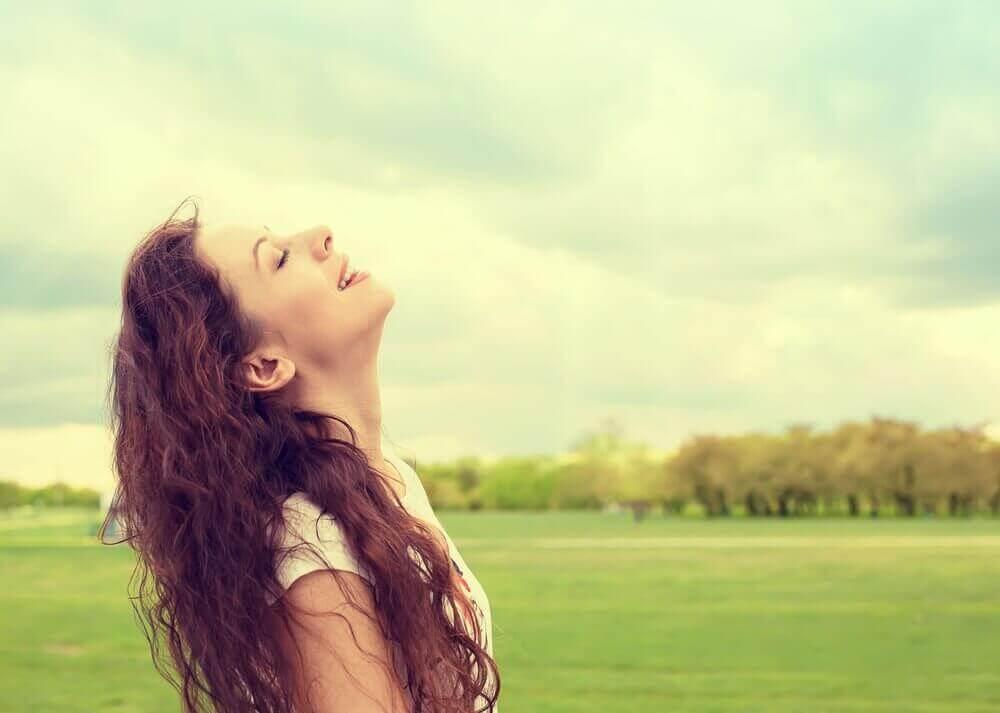 Συναισθηματική εξάντληση - Γυναίκα στην εξοχή