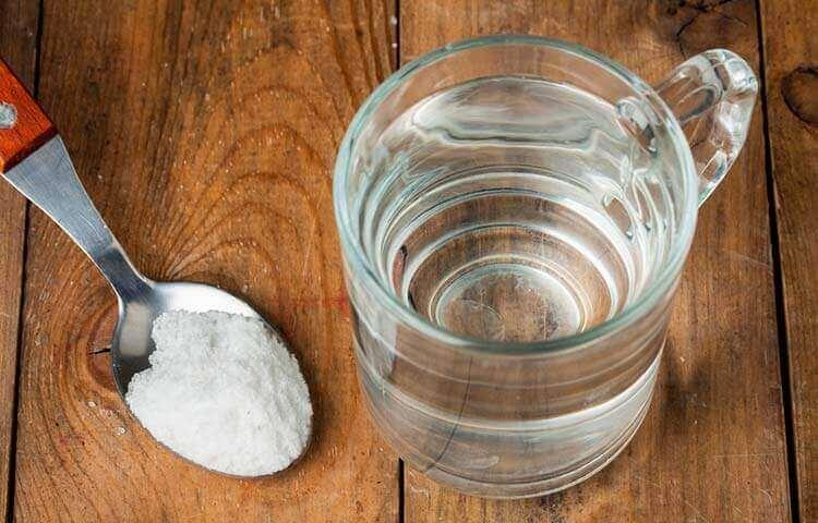 κόλπα για να αφαιρέσετε τους λεκέδες ιδρώτα - αλάτι