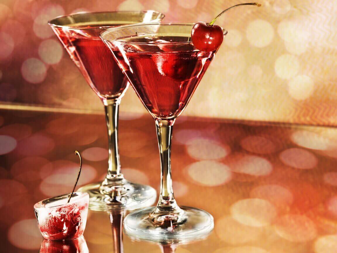 δύο ποτήρια με κοκτέηλ- τα επίπεδα του ουρικού οξέος σας;