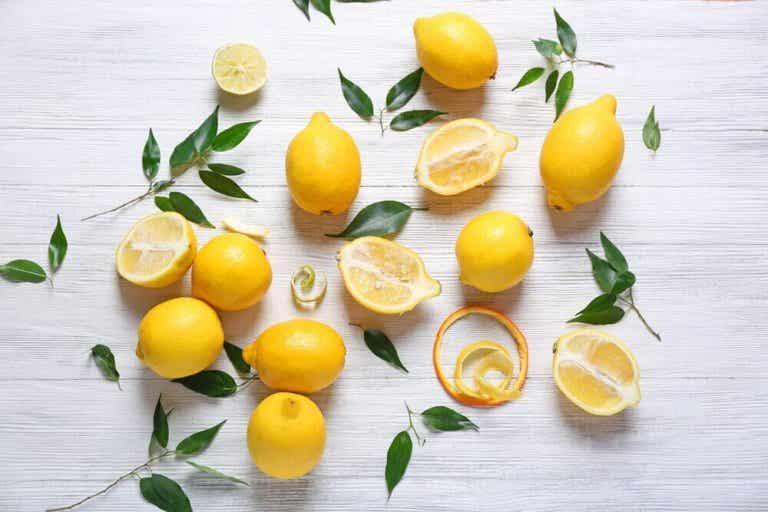 Ιαματικές ιδιότητες και θεραπείες που κρύβονται στα λεμόνια!