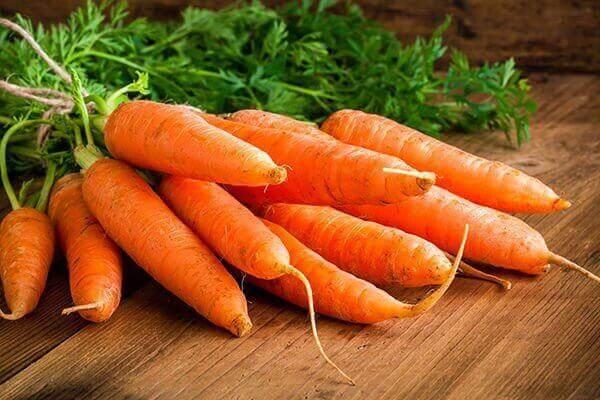 ωμά καρότα