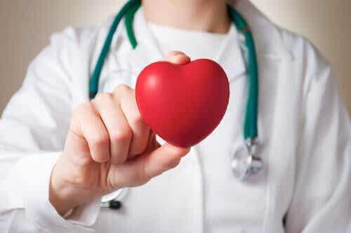 Τα συμπτώματα της καρδιακής προσβολής σε γυναίκες και άνδρες