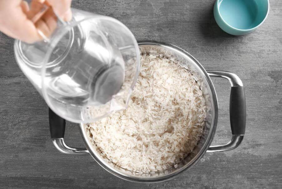 υγιεινό και νόστιμο σπιτικό ρύζι