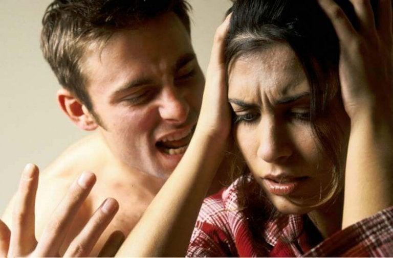6 συμπτώματα που δείχνουν ότι είστε θύμα λεκτικής βίας
