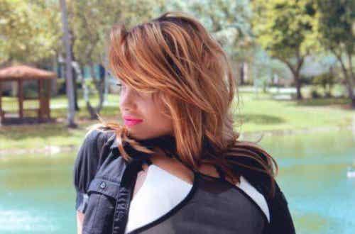 7 απλά κόλπα για γυναίκες με λεπτά μαλλιά