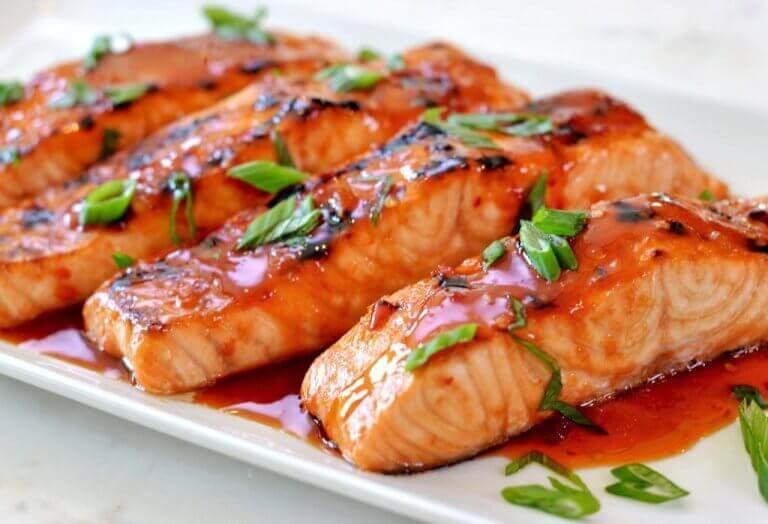 βελτιώσουν τη διάθεσή σας σολομός με κόκκινη σάλτσα