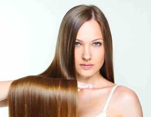 9 κόλπα για να λούζετε τα μαλλιά σας λιγότερο!