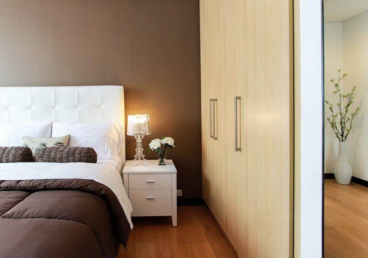σπίτι σας τακτοποιημένο - κρεβάτι και ντουλαπα