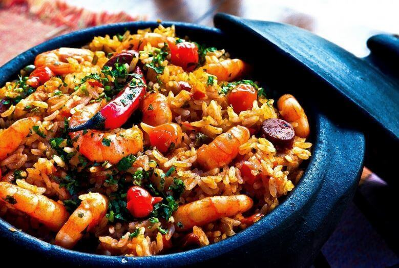 κινέζικο ρύζι με γαρίδες και πιπεριές τσίλι
