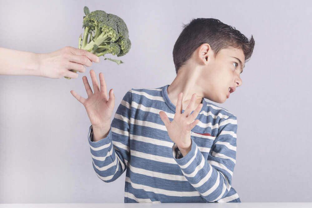 παιδί που δεν του αρέσει το μπρόκολο