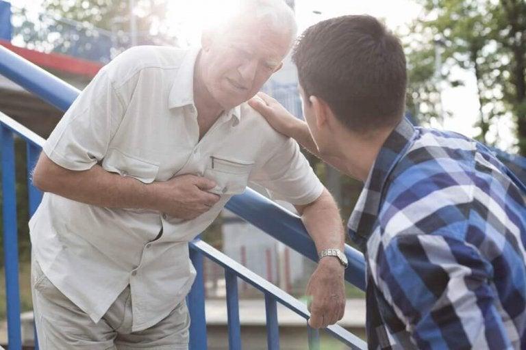 Πρώτες Βοήθειες: τι να κάνετε στο καρδιακό επεισόδιο