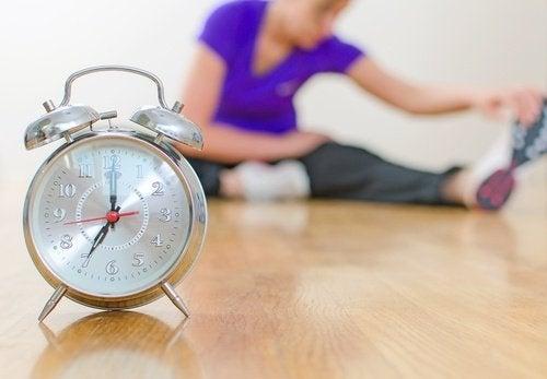 Ρολόι που δείχνει την ώρα, καταπολέμηση της θλίψης.