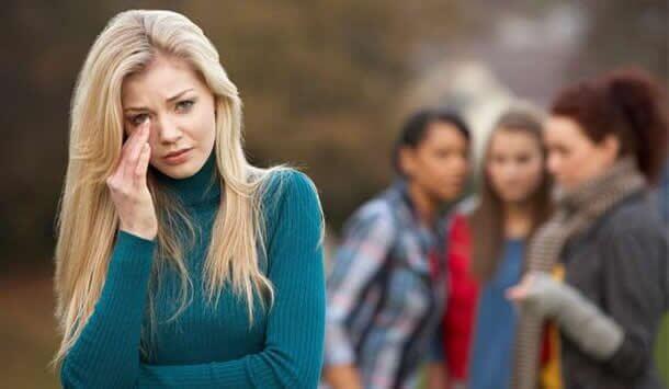γυναίκα που κλαίει - νοοτροπία θυματοποίησης