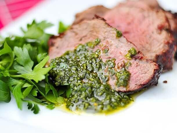πιατο με σάλτσα και κρέας