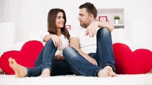 ζευγάρι που κάθεται στο πάτωμα - μείνετε φίλοι ο πρώην