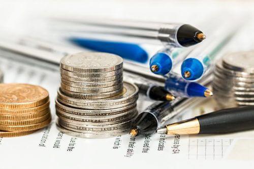 χρηματα και λογαριασμοί και μολύβια