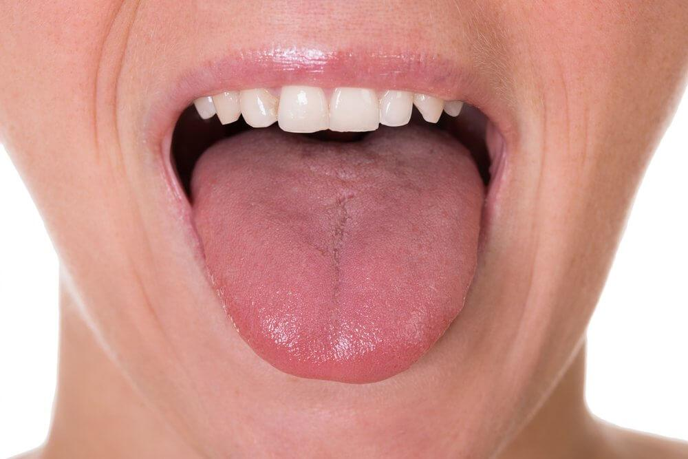 γυναίκα που δείχνει τη γλώσσα