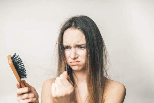 Φυσικές και απλές θεραπείες για την απώλεια μαλλιών