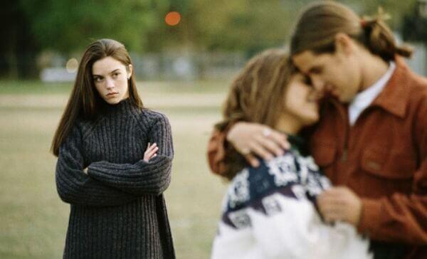 γυναικα σε σχεση  - 5 λόγοι για τους οποίους δεν έχετε φίλους και γιατί φταίτε