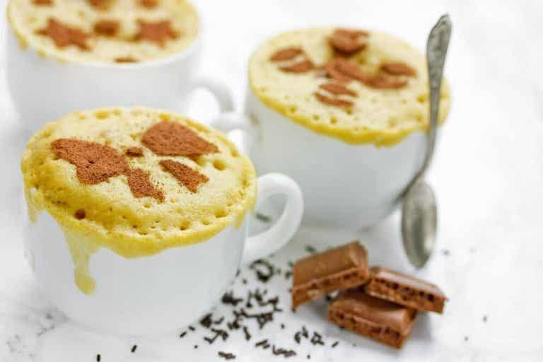 Κέικ στο φούρνο μικροκυμάτων: απλά και γρήγορα επιδόρπια
