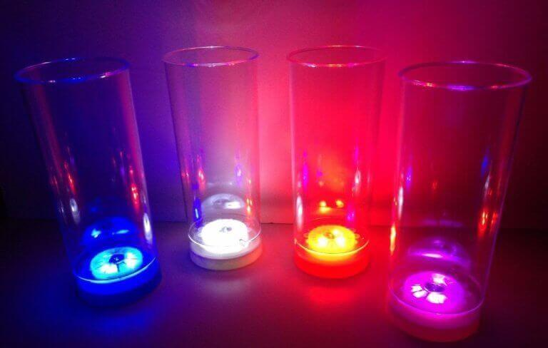 φωτιστικά από ποτήρια Φωτιστικά από ποτήρια σε διάφορα χρώματα