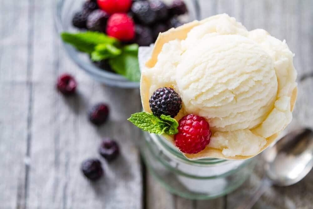 παγωτό βανίλια με μπλουμπερι- Συνταγές για επιδόρπια