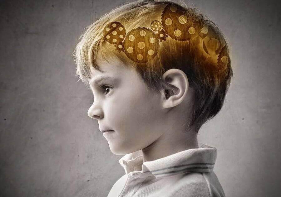 παιδί με μηχάνημα στο μυαλό