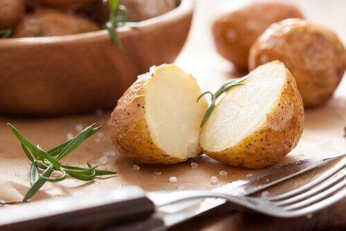 Πατάτες στον φούρνο με αλάτι
