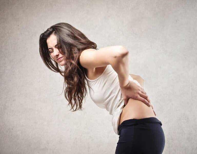 Πόνος στην πλάτη: 5 αιτίες που τον προκαλούν