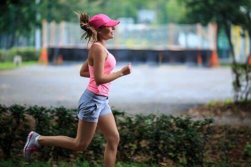 Κρίση της μέσης ηλικίας - Γυναίκα τρέχει