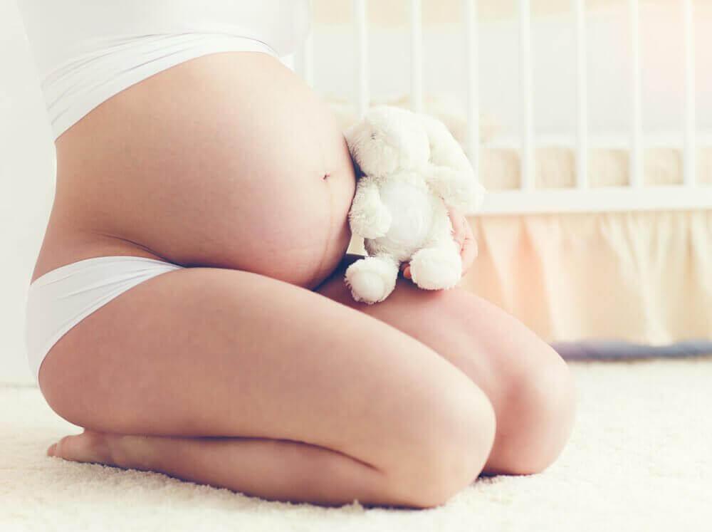 γυναικεία κοιλιά σε εγκυμοσύνη
