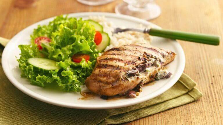 ψητό κοτόπουλο με σαλάτα
