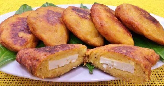 4 γευστικοί τρόποι για να φτιάξετε γεμιστές ψητές μπανάνες