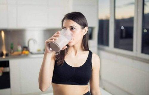 3 σπιτικά σμούθι κατά της κατακράτησης υγρών. Μάθετε περισσότερα!
