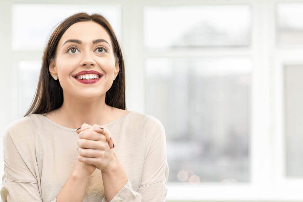 γυναικα που χαμογελαει - δεν έχετε φίλους