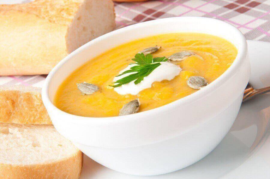 σούπα με κολοκύθα και ηλιόσπορους