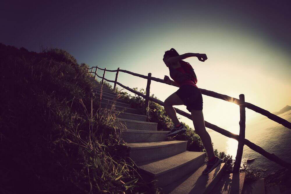 τονώσετε τα πόδια σας - ανεβασμα σκαλοπατια