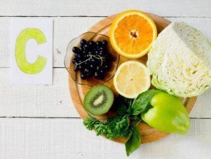 Βιταμίνες c πορτοκάλι ακτινίδιο, πιπερια