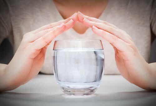 Ανακαλύψτε αυτή τη φανταστική θεραπεία με νερό για την απώλεια βάρους