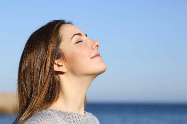 γυναίκα σε θάλασσα - σταδιακό και υγιεινό αδυνάτισμα