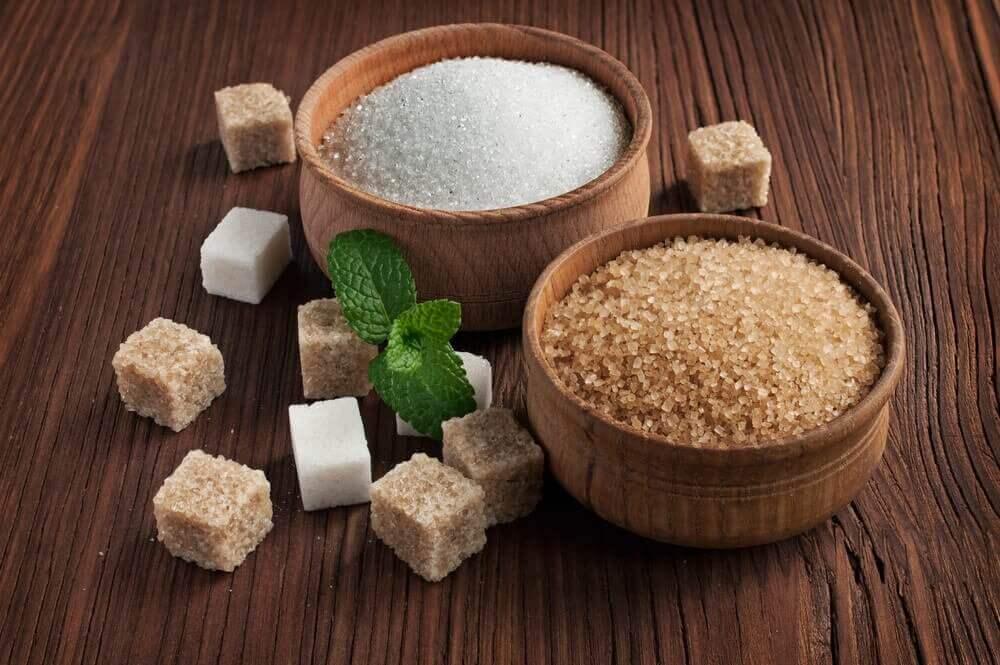 φυσικά δηλητήρια καστανη και άσπρη ζάχαρη