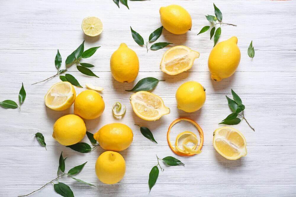 κομμένα λεμόνια- φρούτα που επιταχύνουν την απώλεια βάρους