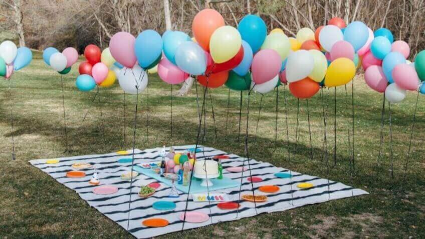 μπαλόνια στην εξοχή