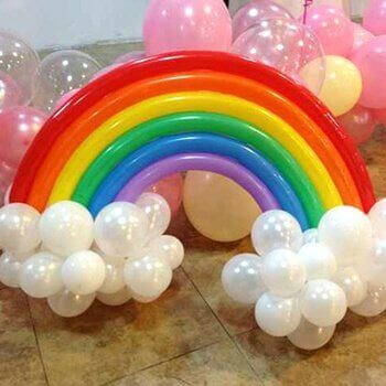 μπαλόνια που σχηματίζουν το ουράνιο τόξο