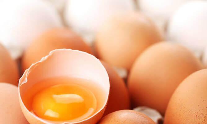 κρόκος αυγού για ενυδάτωση του ξηρού δέρματος