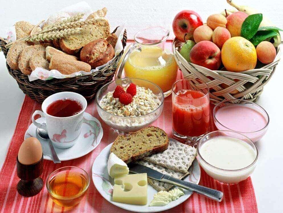 πλούσιο ισορροπημένο πρωινό